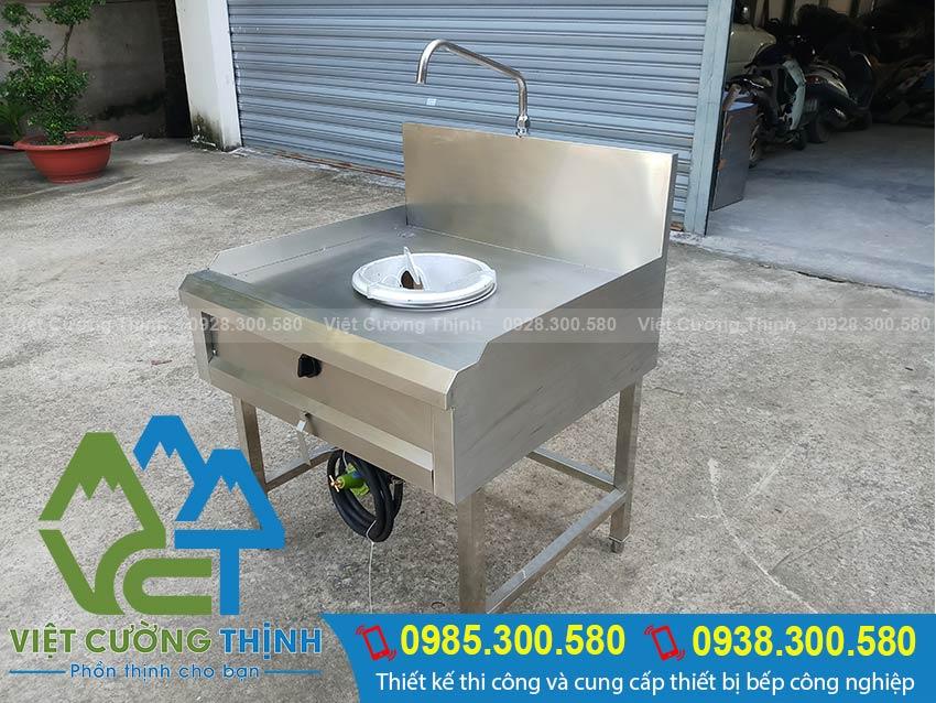 các thiết bị bếp á, bếp hầm đơn, bếp á công nghiệp của Inox Việt Nam. Được gia công từ chất liệu inox 304 cao cấp sáng bóng. Kiểu dáng đẹp.
