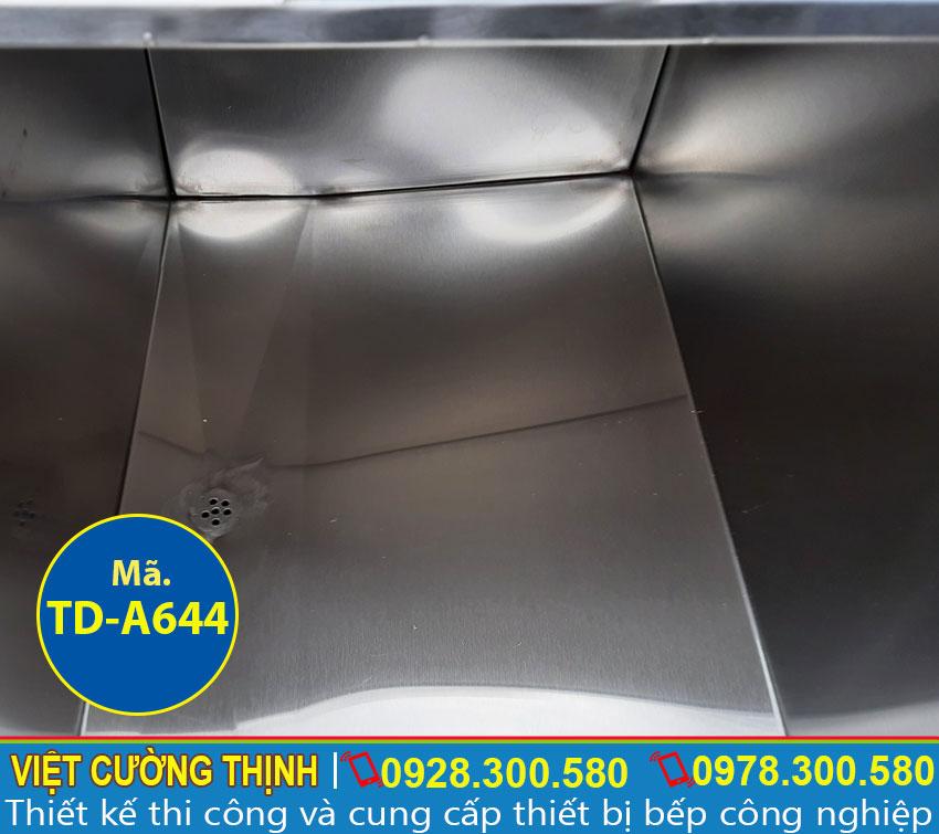 Góc trong thùng chứa đá inox 304