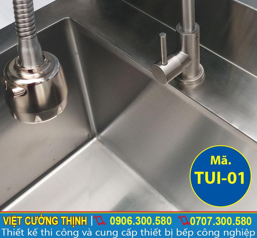 Vòi nước bồn rửa chén, tủ chén inox nhà hàng