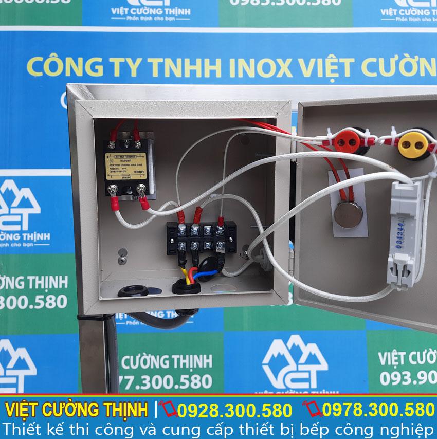 Chi tiết các đường dây điện bên trong hộp điện điều khiển bộ 2 nồi nấu phở điện 30L-60L.