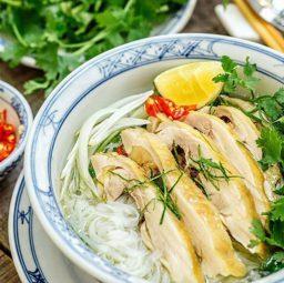 Nấu món phở gà thơm ngon