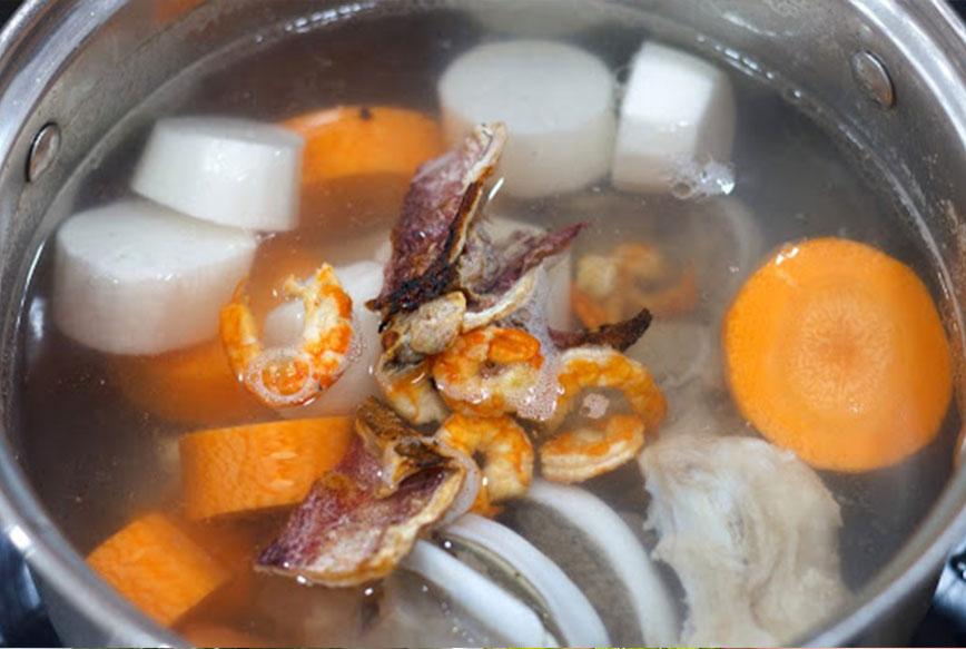 Nồi nấu phở bằng điện có thể sử dụng để nấu cháo, nâu nước lèo, hầm xương